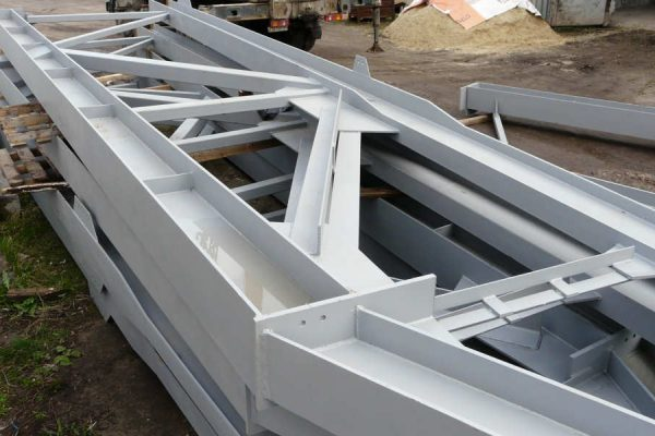 Подготовленные после обработки металлические конструкции